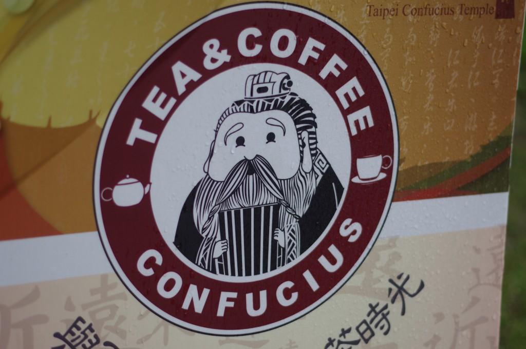 Logo trop mignon du café à l'entrée du temple dédié à Confucius.
