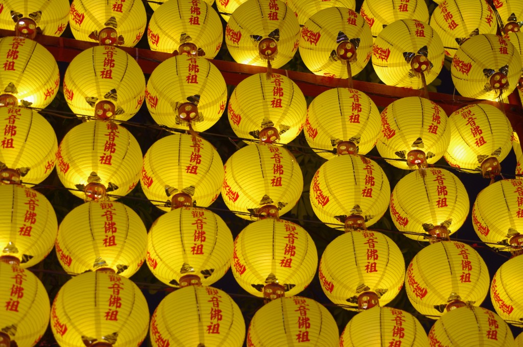 Rangées de lanternes au temple de Longshan.